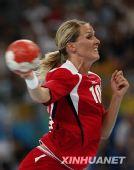 手球女子半决赛挪威胜韩国 哈默森在比赛(组图)