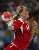 手球女子半决赛:挪威胜韩国 哈默森射门(组图)