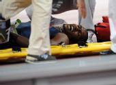 图文:男子400米决赛赛况 400米决赛后受伤