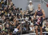 图文:男子400米决赛赛况 比赛后离开赛场