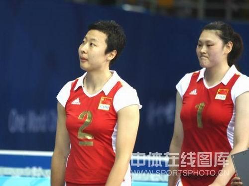 图文:奥运半决赛中国女排VS巴西 冯坤很失望