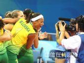 图文:奥运半决赛中国女排VS巴西 巴西姑娘庆祝