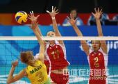 图文:奥运半决赛中国女排VS巴西 网上鏖战