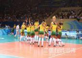 图文:奥运半决赛中国女排VS巴西 都在欢呼胜利