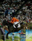 图文:马术场地障碍个人赛决赛 荷兰骑手赫尔科