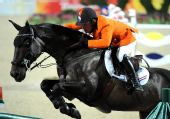 图文:马术场地障碍个人赛决赛 荷兰骑手