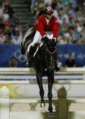 图文:奥运马术场地障碍个人赛金牌 跨越障碍