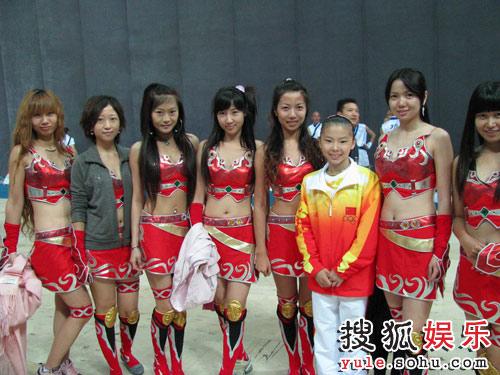 美丽音符女子乐团与奥运冠军何可欣