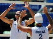 图文:美国选手夺冠 举手庆祝