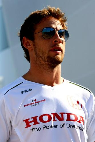 图文:[F1]欧洲大奖赛赛前 英伦帅哥巴顿