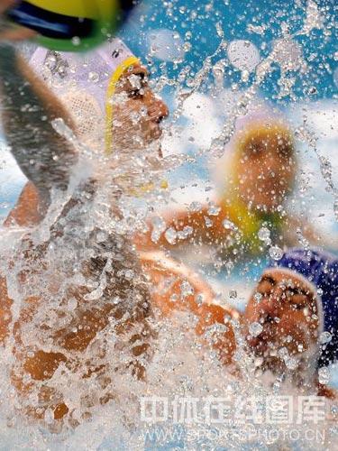 图文:男水排位赛澳大利亚险胜意大利 水战