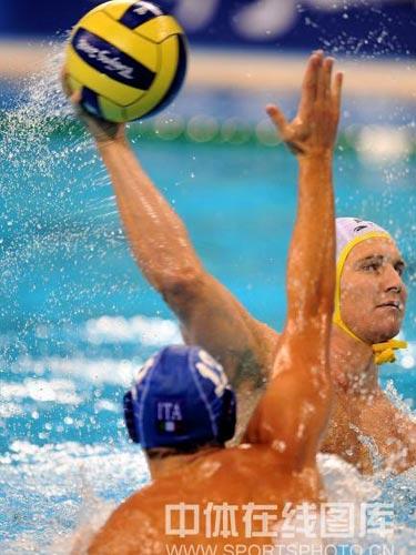图文:男水排位赛澳大利亚险胜意大利 进攻
