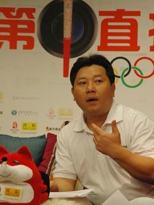 前举重冠军曾国强光临奥运第1直播室