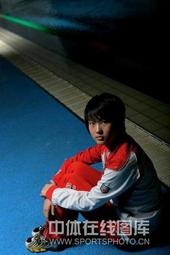 图文:奥运冠军陈若琳唯美写真 小丫头眼神坚毅