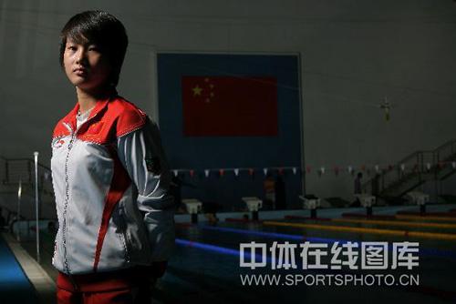 图文:奥运冠军陈若琳唯美写真 称霸十米台