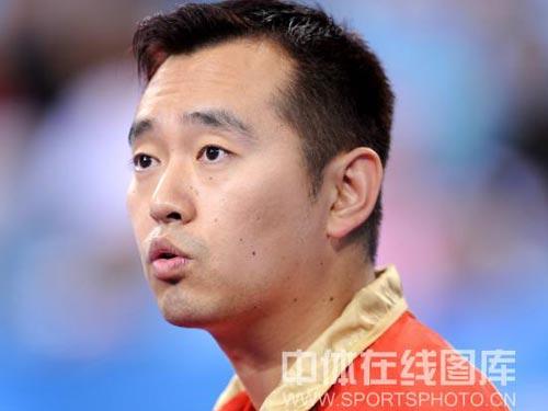 图文:乒球女单铜牌战郭跃vs李佳薇 教练紧张