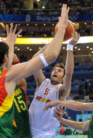 图文:半决赛西班牙VS立陶宛 突出重围
