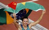 图文:女子跳远巴西选手夺金 比赛后庆祝