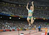 图文:女子跳远巴西选手夺金 纵身一跳