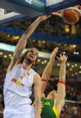 图文:男篮半决赛立陶宛VS西班牙 加索尔扣篮