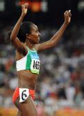 图文:女子5000米 克内内在夺冠后庆祝