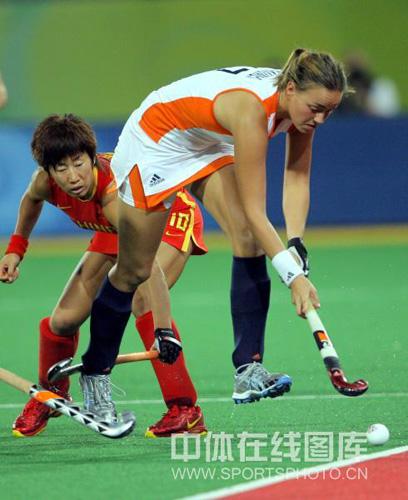 图文:女曲决赛中国VS荷兰 荷兰队员他欧普
