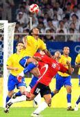 图文:巴西3-0比利时获铜牌 安德森争顶头球