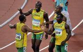 图文:男子4X100米接力牙买加队夺金 赛后庆祝