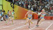 图文:女子4X100米接力俄罗斯队夺金 比赛交接