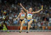 图文:女子4X100米接力俄罗斯队夺金 冲过终点
