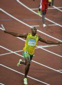 图文:男子4X100米接力牙买加队夺金 鲍威尔庆祝