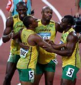 图文:男子4X100米接力牙买加队夺金 37秒10夺金