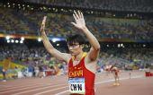 图文:中国征战男子4X100米接力决赛 胡凯致意