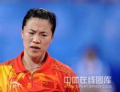 图文:女单决赛张怡宁成功卫冕 王楠很急躁
