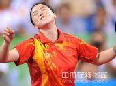 图文:女单决赛张怡宁成功卫冕 王楠很懊恼