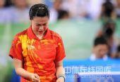 图文:女单决赛张怡宁成功卫冕 王楠很无语言