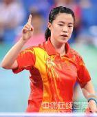 图文:女单决赛张怡宁成功卫冕 王楠很自信