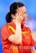 图文:女单决赛张怡宁成功卫冕 王楠捂着自己