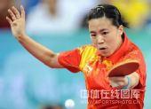 图文:女单决赛张怡宁成功卫冕 王楠网前回球