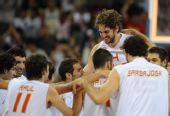 图文:男篮半决赛西班牙队晋级决赛 欢庆胜利