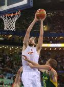 图文:男篮半决赛西班牙队晋级决赛 加索尔上篮