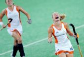 图文:曲棍球女子荷兰队夺得冠军 获胜后庆祝