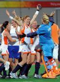 图文:曲棍球女子荷兰队夺得冠军 庆祝胜利