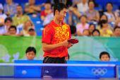 图文:奥运乒乓男单半决赛 王励勤失球