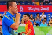 图文:奥运乒乓男单半决赛 马琳4-2战胜王励勤
