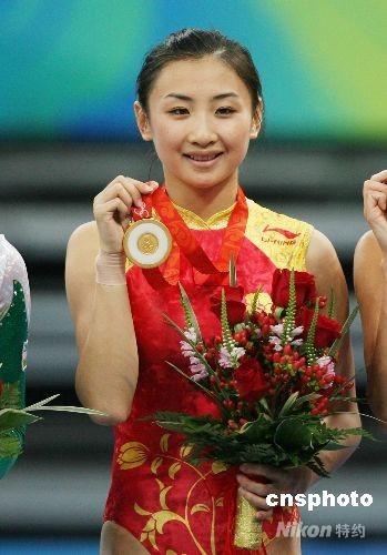 8月18日,中国选手何雯娜在北京奥运会女子蹦床比赛中夺得冠军。 中新社发 武仲林 摄