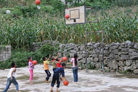 广西凌云:高粱地里的篮球赛