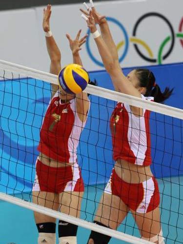 图文:女排铜牌争夺战中国队vs古巴 中国队防守