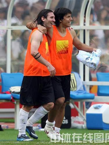 图文:奥运会男足决赛阿根廷队夺冠 露出欢笑
