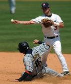 图文:棒球美国队获得季军 尼克斯在比赛中
